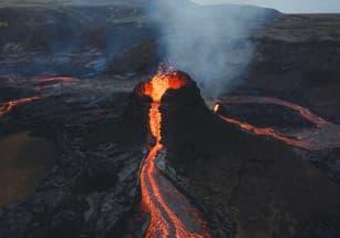 В Исландии выставлена на продажу земля с действующим вулканом