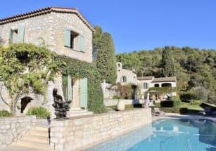 На Французской Ривьере продают виллу почти за миллион евро