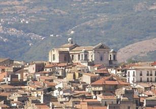 Дома «почти бесплатно» предлагает итальянский город Пратола-Пелинья